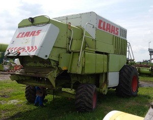 Фото: Комбайн CLAAS commandor 228